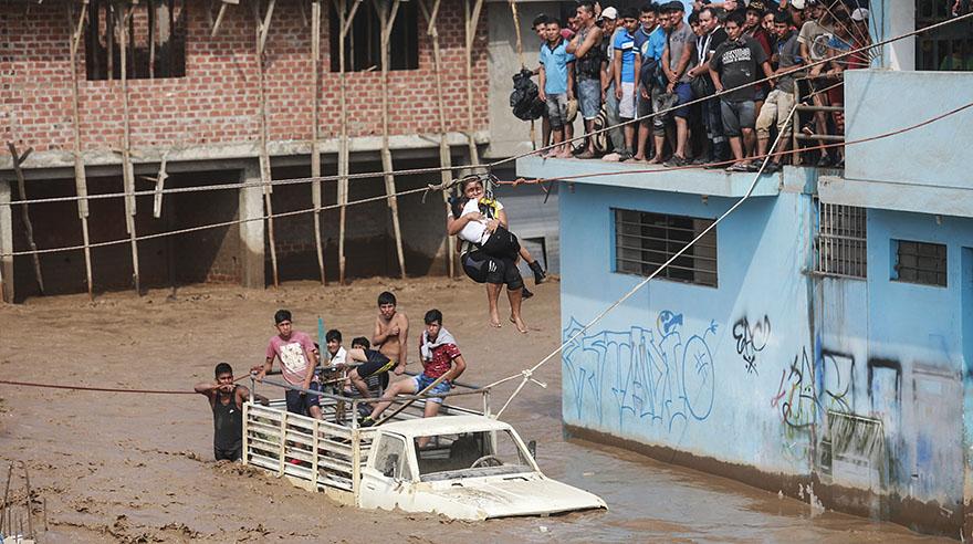 El desborde del río Rímac afectó diferentes zonas de Huachipa.(El Comercio / Lino Chipana)