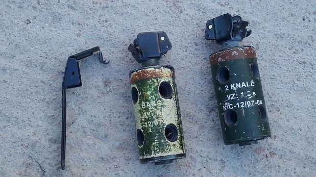 Algunas de las bombas molotov utilizadas por los seguidores de Amanecer Dorado durante el ataque al campamento de refugiados (Foto: Andrew Nixeaman)