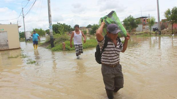 Intensa lluvia deja varios sectores inundados en Piura