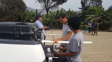 Avión a escala documentó el desborde en Carapongo
