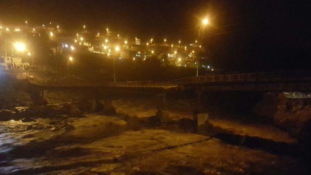 Vecinos de Chaclacayo advirtieron la rotura del puente. (Foto: Gonzalo Salas/Twitter)