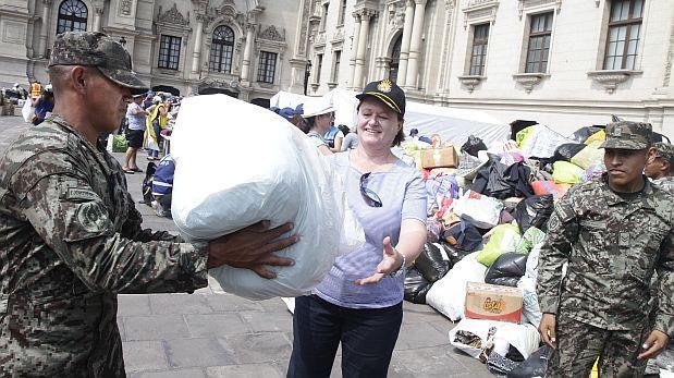 Nancy Lange y los voluntarios de Palacio [CRÓNICA]