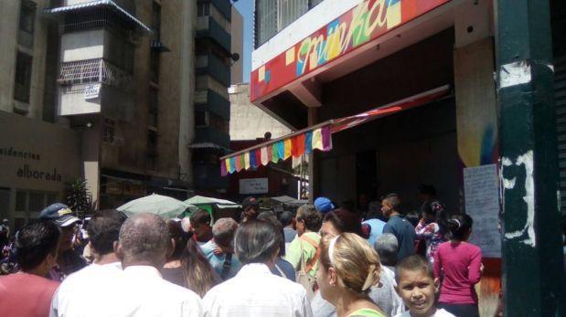 """Guerra del pan en Venezuela: """"Ahora, malandros atienden local"""""""