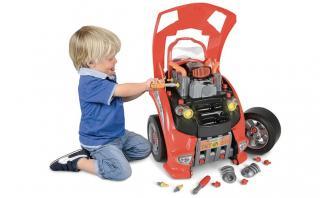 La mejor manera de aprender a arreglar un auto desde niño