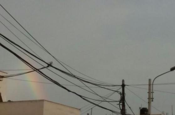 Un arcoiris adornó Lima esta mañana