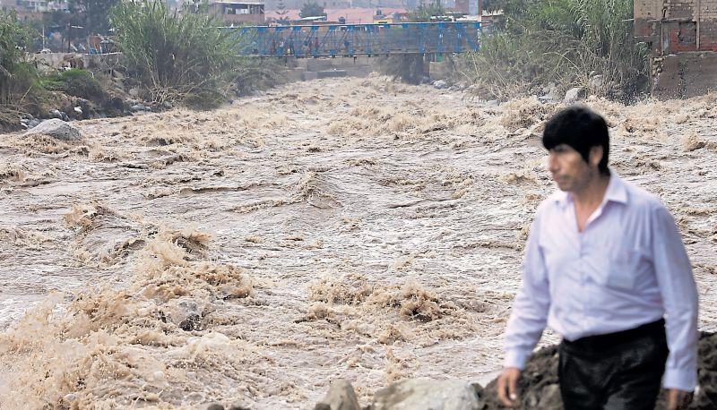 En la zona conocida como Cantagallo, en Chosica, el incremento del caudal del río Rímac hizo que al menos 50 personas perdieran sus viviendas. (Rolly Reyna / El Comercio)