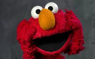 """Elmo """"despedido"""" de Plaza Sésamo por recortes de Donald Trump"""