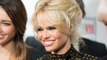 De sex symbol a lady: La evolución fashion de Pamela Anderson