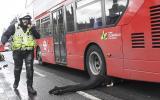 Una mujer se encuentra lesionada tras un incidente en el Puente de Westminster, Londres. (Reuters)