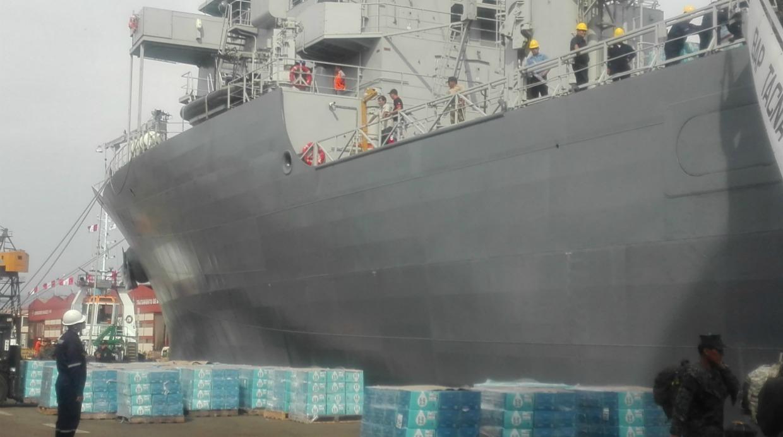 La donación consistió en 5.992 cajas de 20 litros de agua. (Foto: El Comercio)