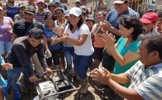 Keiko Fujimori entregó ayuda en Huarmey, un día después de que a esa ciudad de Áncash llegaran también donativos del Congreso. (Video: Fuerza Popular)