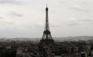 La Torre Eiffel 'se apagó' por el atentado en Londres [VIDEO]