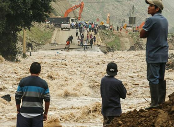 Desborde de Río Rímac bloquea Carretera Central [EN VIVO]