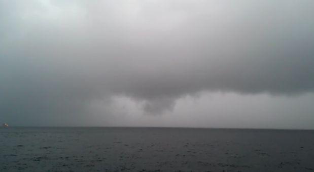 Intensa tormenta fue captada en el mar frente a costas de Piura