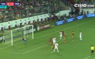 Antes del gol de Venezuela, Corzo no aprovechó esta chance