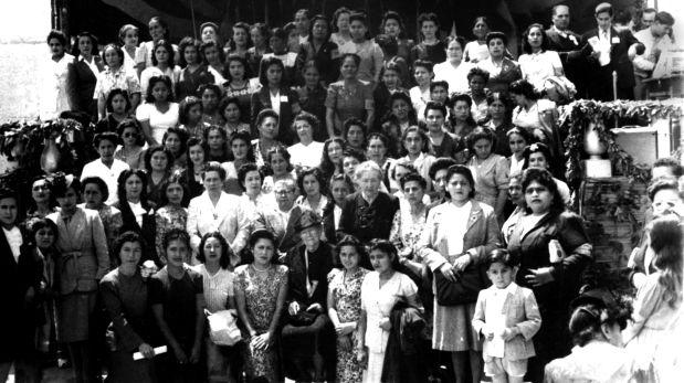 Convención de mujeres apristas, 1946. Cortesía de la Biblioteca de la Universidad de Texas en Austin, Colección Latinoamericana Nettie Lee Benson. (Trazos cortados. Poesía y rebeldía de Magda Portal)