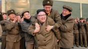 [BBC] ¿Quién se atrevió a subirse en la espalda de Kim Jong-un?