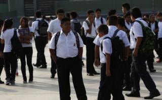 El Ministerio de Educación aseguró que en el 80% de las escuelas del país sí se va a reiniciar las clases, pues solo algunos colegios de Piura, Tumbes, Áncash, La Libertad e Ica no están habilitados. (El Comercio)