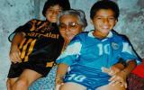 Luis Suárez de pequeño junto a su abuela. (Foto: Getty Images)