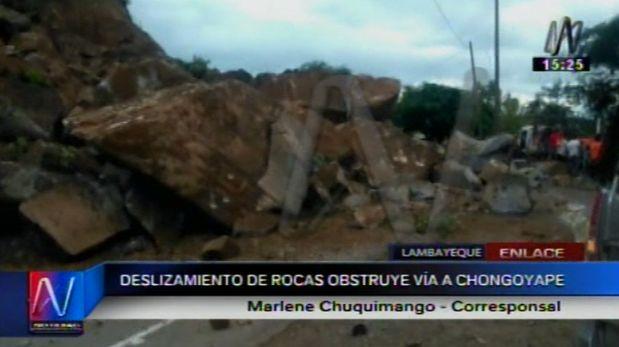 Algunos viajeros realizaron esfuerzos por cruzar la vía pese a que transporte estaba interrumpido (Video: Canal N)