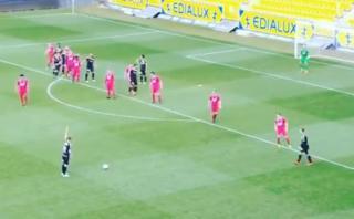 Este es el tiro libre más extraño que terminó en gol [VIDEO]