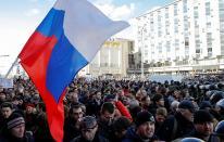 Policía reprime a manifestantes anti-corrupción en Rusia