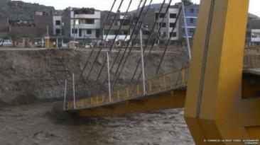 Cómo ve la BBC el desplome de este moderno puente peruano