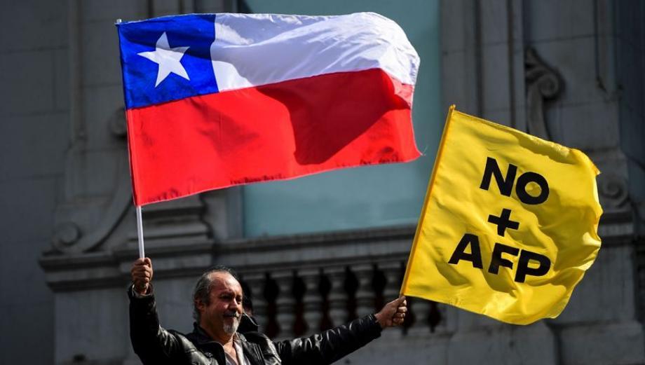 Miles de chilenos exigen terminar con el sistema de las AFP