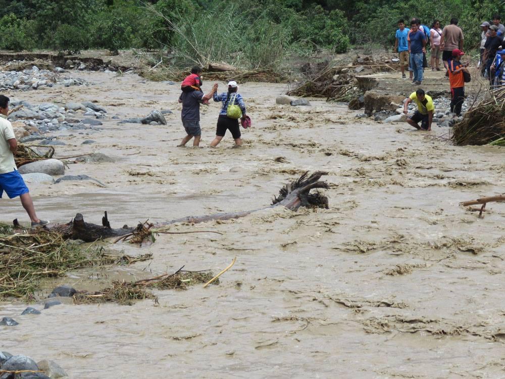 Áncash. Las lluvias torrenciales, han dejado, además, la destrucción de 200 casas, colegios y comedores populares.