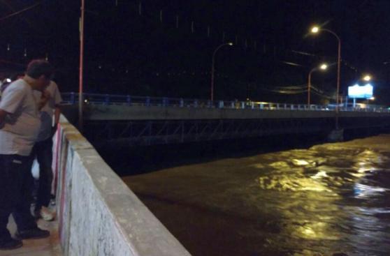 Piura: cierran tránsito vehicular en puentes por caudal de río