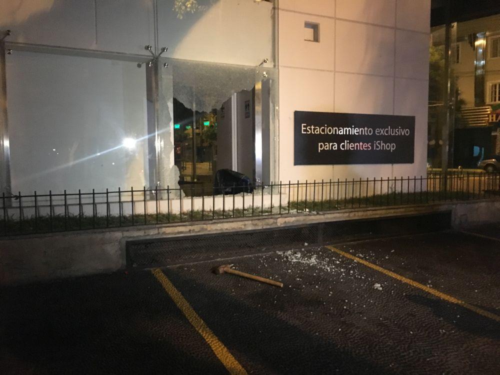 El incidente ocurrido en Miraflores es el segundo que en tiendas iShop este mes. (Ángel Hugo Pilares)