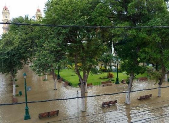 Río Piura: Desborde inunda las calles y centro histórico