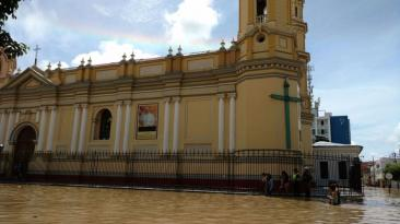 Nivel de agua aumentó en la Plaza de Armas de Piura [VIDEO]
