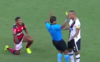 Insólito: árbitro simuló una agresión de Luis Fabiano y lo echó