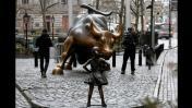 """La desafiante """"niña"""" de Wall Street se quedará un año más"""