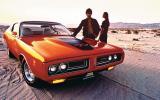 El Dodge Charger RT llevaba un poderoso motor de 7,2 litros y 375 HP. También impresionaban sus faros ocultos, los cuales aparecían al presionar un botón dentro del auto.