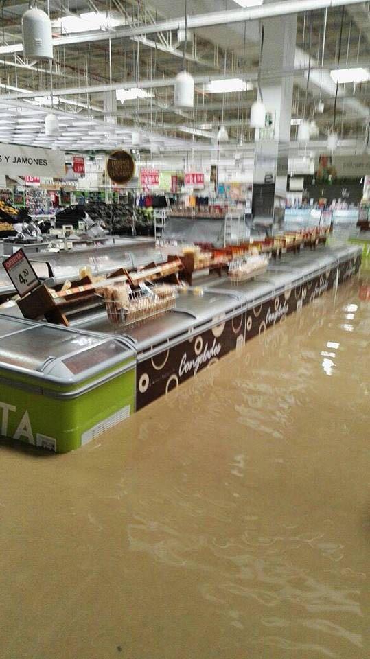 Con las inundaciones, las tiendas físicas también sufren estragos. La atención de pedidos en línea desde los almacenes a los hogares puede ser de gran ayuda.(Foto: Difusión)
