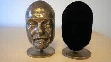 Pintan objeto con Vantablack, el material más oscuro del mundo