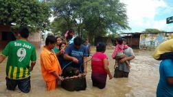 Dramáticas fotos del éxodo de piuranos tras inundaciones