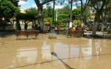 Todavía hay aniegos en la Plaza de Armas de Piura. (Foto: Enrique Vera / El Comercio)