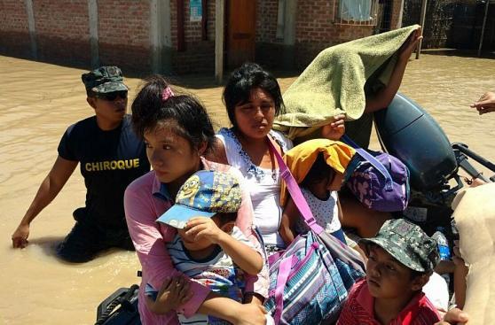 Piura: así rescataron a familias aisladas en Pedregal Grande