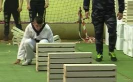 Campeón de taekwondo batió récord al romper 111 ladrillos