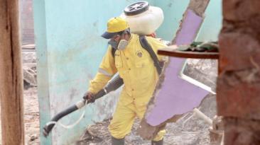 Fumigan viviendas de Huachipa ante amenazas de enfermedades