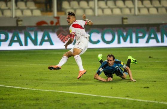 CUADROxCUADRO del golazo de Paolo Guerrero ante Uruguay