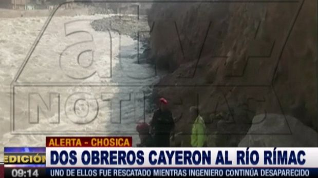 Bomberos y agentes del escuadrón de emergencia Este II buscan a ingeniero que cayó al río Rímac en Chosica. (Captura: ATV+)