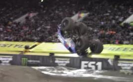 YouTube: monster truck dio un impresionante giro de 360 grados