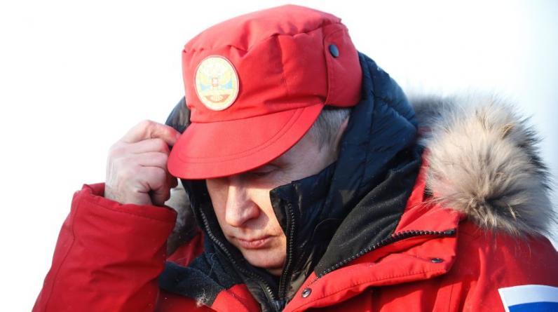 Vladimir Putin llegó a la isla Tierra de Alexandra, situada en el archipiélago de Francisco José, en el Ártico. (AFP / SERGEI KARPUKHIN).