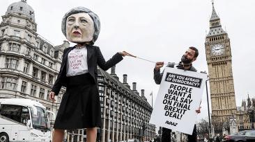 El día en fotos: Brexit, Putin, Botero, Arlette Contreras y más