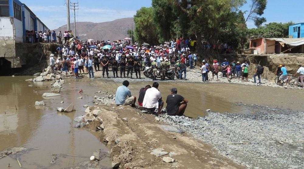 Desde los huaicos, los vecinos de Coishco no tienen suministro de agua. (Foto: Cortesía)