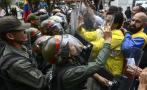 Golpe en Venezuela: Diputados se enfrentan a militares [FOTOS]